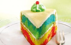 Regenbogenkuchen - Kindergeburtstag: 10 süße & herzhafte Rezepte - Zutaten für ca. 12 Stücke: Für den Rührteig: - 250 g weiche Margarine oder Butter - 380 g Zucker - 1 Pr. Salz - 1 Pck. Dr. Oetker Finesse Natürliches...
