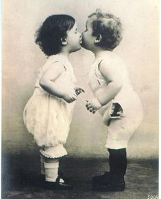 Vintage-First-Kiss-14