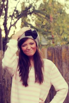 wish i could pull off this cute hat!!