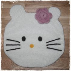 Hello Kitty, Kids Rugs, Barn, Knitting, How To Make, Diy, Fictional Characters, Decor, Kid Friendly Rugs