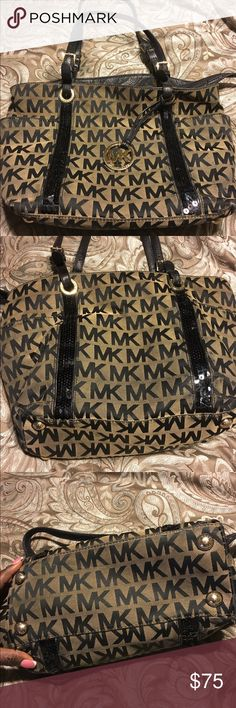 Michael Kors Tote bag Nice Michael Kors bag with sequins. Has two outside pockets on the sides and a few compartments inside. Needs a cleaning and shoes some signs of wear. See pics. Michael Kors Bags Totes