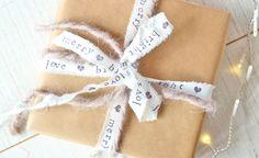 DIY & crafts idea: Geschenkbänder selbermachen & bestempeln   Stoffstreifen & Buchstabenstempel   waseigenes.com DIY Blog