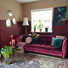 Art Deco Living Room, Chic Living Room, Living Room Colors, Rugs In Living Room, Lila Sofa, Burgundy Living Room, Living Room Images, Living Room Inspiration, Home Decor Bedroom