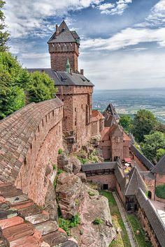 épinglé par ❃❀CM❁✿Château du Haut-Koenigsbourg in Orschwiller - Alsace, France