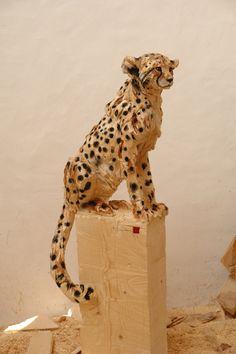 Cheetah' wooden sculpture made by a chainsaw. Artist: Jürgen Lingl-Rebetez.