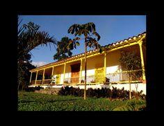 Si buscas un lugar tipico para hospedarte muy cerca a Medellín, La Palmera es la casa que buscas