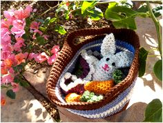 Art Threads: Monday Project - Crocheted Easter Bunny Set