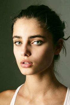 27 Beauties With Bold Brows #beauty #eyebrows #taylorhill