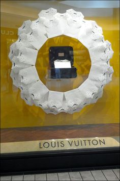 Not only did Vuitton field new windows for Summer the geometric shape expressed by individual windows varies like this Louis Vuitton Summer Snowflake. Visual Display, Commercial Design, Visual Merchandising, Geometric Shapes, Snowflakes, Louis Vuitton, Shop Windows, Window Displays, Shop Ideas