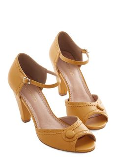 Vintage Shoes Marvelous Maven Heel in Marigold. These sweet peep-toe heels by Restricted - in a chic marigold hue - are your go-to for a busy work day at the paper store! Pretty Shoes, Beautiful Shoes, Cute Shoes, Me Too Shoes, Peep Toe Heels, Shoes Heels, Vetements Shoes, Look Retro, Prom Heels