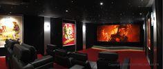 Idée de création d'une Salle de Cinéma de luxe à domicile en Corse à partir d'une pièce de 47 m2. L'écran au format cinémascope est équipé d'une toile trans-sonore compatible 4K. Une salle signée VOTRE CINEMA