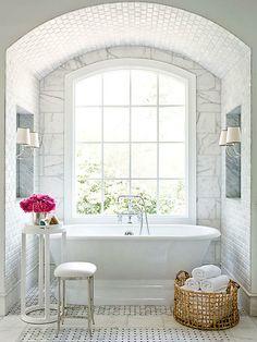 A sculptural retreat // white bathrooms