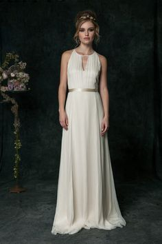 HB6640 l The ultimate simple wedding dress. A clean keyhole opening at the front neckline leads to a striking T-drop in the back of the dress. This modern style best showcases our usage of the finest silk material and the refined workmanship in our garment construction.