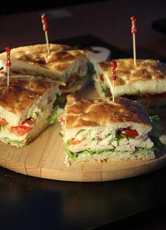 Voor+als+je+geen+lunch+inspiratie+hebt+;-) Turksbrood+met+heksenkaas,+sla,+gerookte+kipfilet,+tomaat+en+gekookt+ei.+