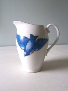 Vintage Bluebird Swallow Jug or Creamer or Vase by TheLuckyFox Bluebird House, Bluebird Nest, Bluebird Vintage, Shabby Chic Interiors, Homer Laughlin, Bunch Of Flowers, Little Birds, Vintage China, Bird Feathers