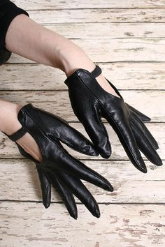 Leather Keyhole gloves.