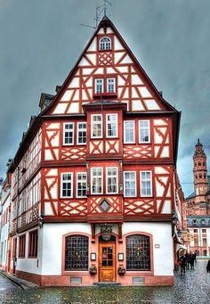famous timber-framed house in Mainz, Germany | Pedro Szekely