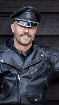 Black Leather Motorcycle Jacket, Mens Leather Pants, Leather Cap, Leather Jackets, Leder Outfits, Leather Fashion, Sexy Men, Sexy Guys, Black Men
