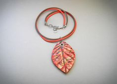 Leaf tutorial for polymer clay.  In Russian but good pics.  I like the use of a grommet in the bead hole on the pendant.