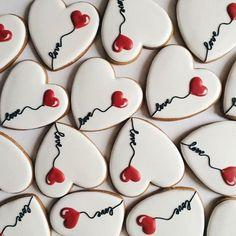 185 отметок «Нравится», 1 комментариев — MARVIN VEIRMAN home bakery (@marvin_veirman) в Instagram: «❤️❤️❤️ Заказ по телефону или в Вотсапп 89181447707 #marvinveirman #valentinesday #heart #love…»