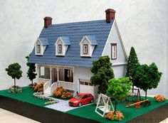 Handcrafted Quarter Scale Grayson's Cape Cod - Glenrose at Normans Country Creek Paper Craft Making, 3d Paper Crafts, Diy Dollhouse, Dollhouse Miniatures, Miniature Houses, Mini Houses, Glitter Houses, Model Building, Model Homes