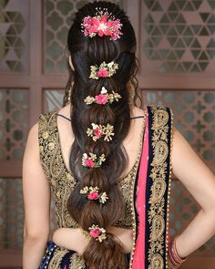 8 South Indian Wedding Hairstyles For Long Hair Which Highlight Your Thick Tresses South Indian Wedding Hairstyles, Bridal Hairstyle Indian Wedding, Bridal Hairdo, Bridal Hair Pins, Wedding Hairstyles For Long Hair, Fancy Hairstyles, Bride Hairstyles, Hairstyle Ideas, Indian Hairstyles
