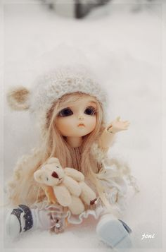 Small dolls in winter attire AND with a stuffed toy? perfect. <3
