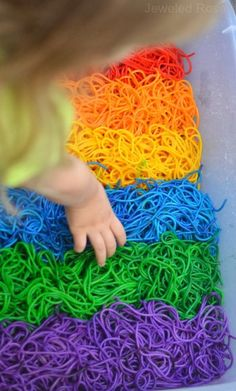 How to dye noodles for BEAUTIFUL rainbow Sensory Play - Colorful, squishy, & OH SO FUN! Pinned by The Sensory Spectrum pinterest.com/sensoryspectrum