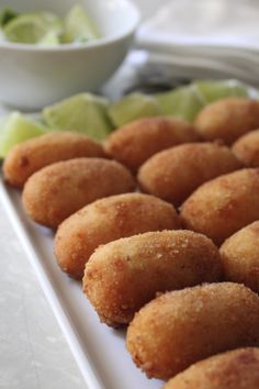 11 Cuban Appetizers to Serve at Your Next Party - You can be sure all of your guests will be scrambling to try your croquetas de jamón, or battered - Cuban Dishes, Spanish Dishes, Spanish Tapas, Spanish Food, Mexican Tapas, Cuban Appetizers, Appetizer Recipes, Party Appetizers, Cuban Breakfast