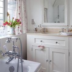 http://4.bp.blogspot.com/-4jGkwaOqWHM/T2hH3WptDTI/AAAAAAAAHKU/uYozX-48cLI/s640/96_0000116a9_8d21_orh550w550_Bathroom--elegant--25-Beautiful-Homes.jpg
