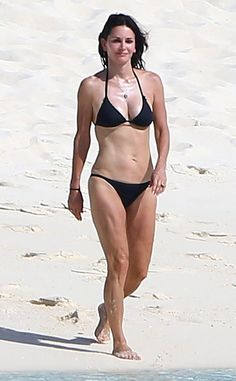 Courteney Cox from Stars' Swimsuit Style | E! Online