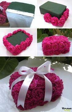 DIY Beautiful Handbag Style Candy Flower Basket from Cereal Box Unique Flower Arrangements, Unique Flowers, Diy Flowers, Flower Decorations, Paper Flowers, Flower Box Gift, Flower Boxes, Flower Basket, Deco Floral