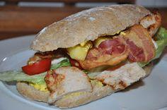 Vi har fået disse herlige clubsandwich til frokost i hjemmebagt ølandsmel brød, opskrift på brødene kan ses her .   Det eneste man skal bru...