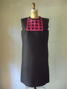Vintage 1960's shift dress to hide that early baby bump