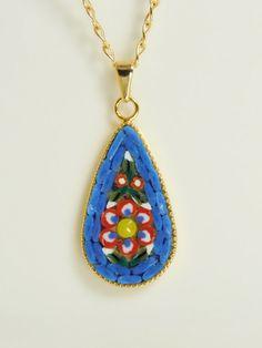 Collana con ciondolo a goccia in micromosaico - fiore rosso screziato su sfondo blu by PiccoloMosaico on Etsy