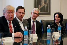Donald Trump conferma Apple costrurià tre grandi impianti di produzione negli USA
