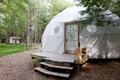 Yurt in Woodridge, United States. If you like to cook, hike, swim, visit farmers markets and be surrounded by animals, this is the place for you. Woodridge is a rural community located in the southern Catskill Mountains. It is the place to get away from it all.   Bring camping air...