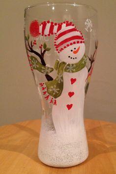 Christmas Wine Glasses, Diy Wine Glasses, Decorated Wine Glasses, Christmas Wine Bottles, Wine Glass Crafts, Wine Craft, Wine Bottle Crafts, Painted Wine Bottles, Painted Wine Glasses