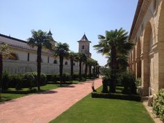 Château de Cos and gardens @lachartreusedecosdestournel