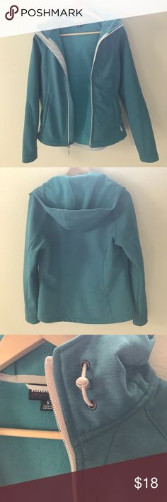 Kirkland Waterproof Jacket Kirkland brand waterproof jacket in blue color. Has a fleece lining, hood, zippered pockets, and adjustable drawstrings for hood and bottom. Size small. Never worn and in perfect condition. Put brand as The North Face for visibility. The North Face Jackets & Coats