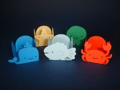 Forminhas tema Fundo do Mar. Vendidas em pacotes com 25 unidades iguais de cada personagem. Confeccionadas em papel especial Color Plus, gramatura 180g. <br> <br>O preço do pacote com 25 unidades custa R$ 10,00 <br>A unidade custa R$ 0,40.