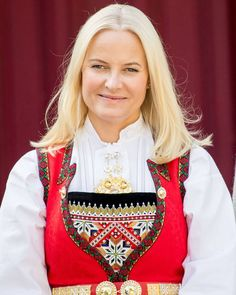Crown Princess Mette Marit of Norway is pictured outside their residence Skaugum in Asker, on May as she attends festivities to celebrate Norway's National Day. Norway National Day, Happy National Day, New My Royals, Royal Family News, Royal Families, Norwegian Royalty, Royal Photography, Royal Red, Hollywood Fashion