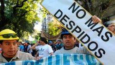 """EN NUESTRO PARIS LOS TRABAJADORES ADVIERTEN UNA SEGUNDA OLA DE DESPIDOS   Trabajadores argentinos advierten una segunda ola de despidos Los trabajadores que se encuentran """"bajo análisis"""" representan casi el 54 por ciento de los empleados públicos algunos permanentes (78 mil 533) y otros como contratados (36 mil 409). El Ministro de Modernización envió un documento interno a las direcciones de recursos humanos de los 20 ministerios para llegar a una """"dotación óptima de personal"""". Hay más de…"""