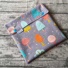 Your place to buy and sell all things handmade Cloth Pads, Wet Bag, Woven Cotton, Wet And Dry, Toiletry Bag, Separate, Make Your Own, Daisy, Coin Purse