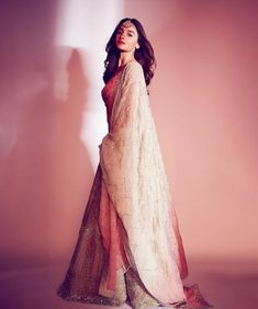 Alia attended the reception of Ranbir's cousin Armaan Jain. Alia spotted an ethnic number by designer Manish Malhotra. The lehenga bore a white material with detailed embroidery in dazzling silver wo. Indian Celebrities, Bollywood Celebrities, Bollywood Fashion, Bollywood Actress, Bollywood Style, Bollywood Girls, Alia Bhatt Lehenga, Manish Malhotra Lehenga, Sabyasachi Sarees