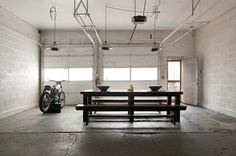 Open-and-Industrial-Garage-Home-5