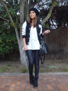 Paula Echevarría en su blog con las sneakers negras de Hakei. http://paula-echevarria.blogs.elle.es/2013/01/18/sport/