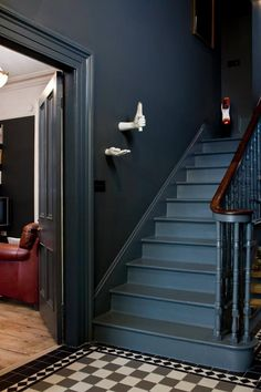 My Pins Hallway Decorating 305189312248432082 - dark gray walls. Source by gaellelargillie Media Ext