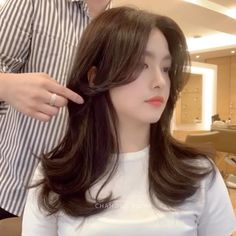 Medium Length Hair With Layers, Bangs With Medium Hair, Long Layered Hair, Medium Hair Cuts, Long Hair Cuts, Medium Hair Styles, Curly Hair Styles, Korean Long Hair, Korean Haircut Long