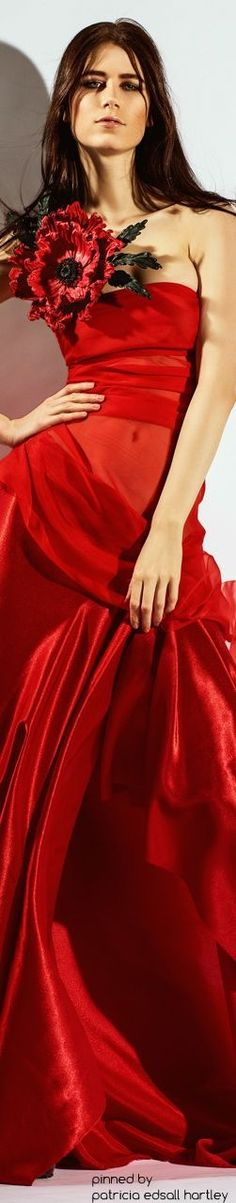 Floral Fashion, Red Fashion, Couture Fashion, Fashion Trends, Gala Dresses, Shades Of Red, Fashion Boutique, Lady In Red, Fashion Photography